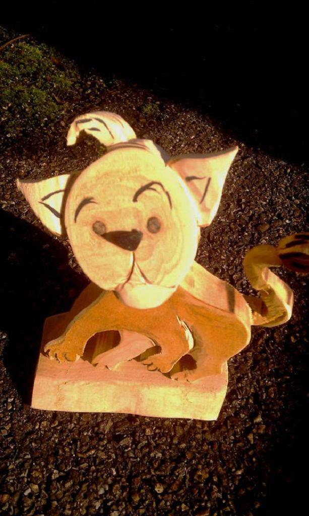 Kleiner Löwe aus Holz