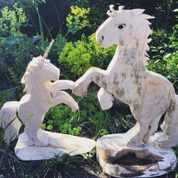 Einhorn und Pferd aus Holz