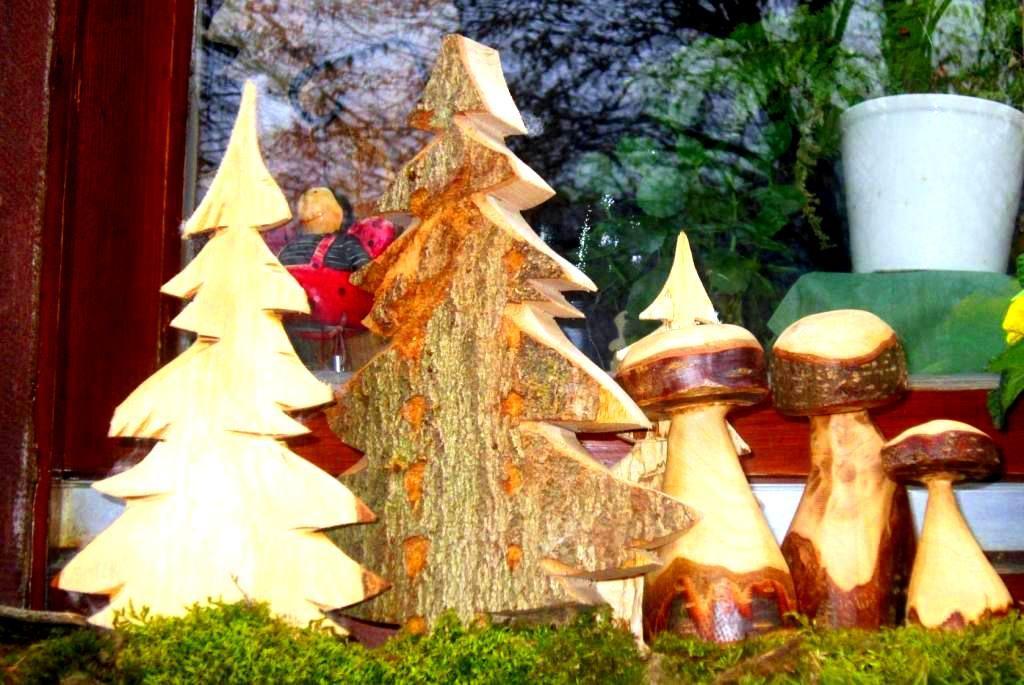 Holzdekoration Tannen und Pilze
