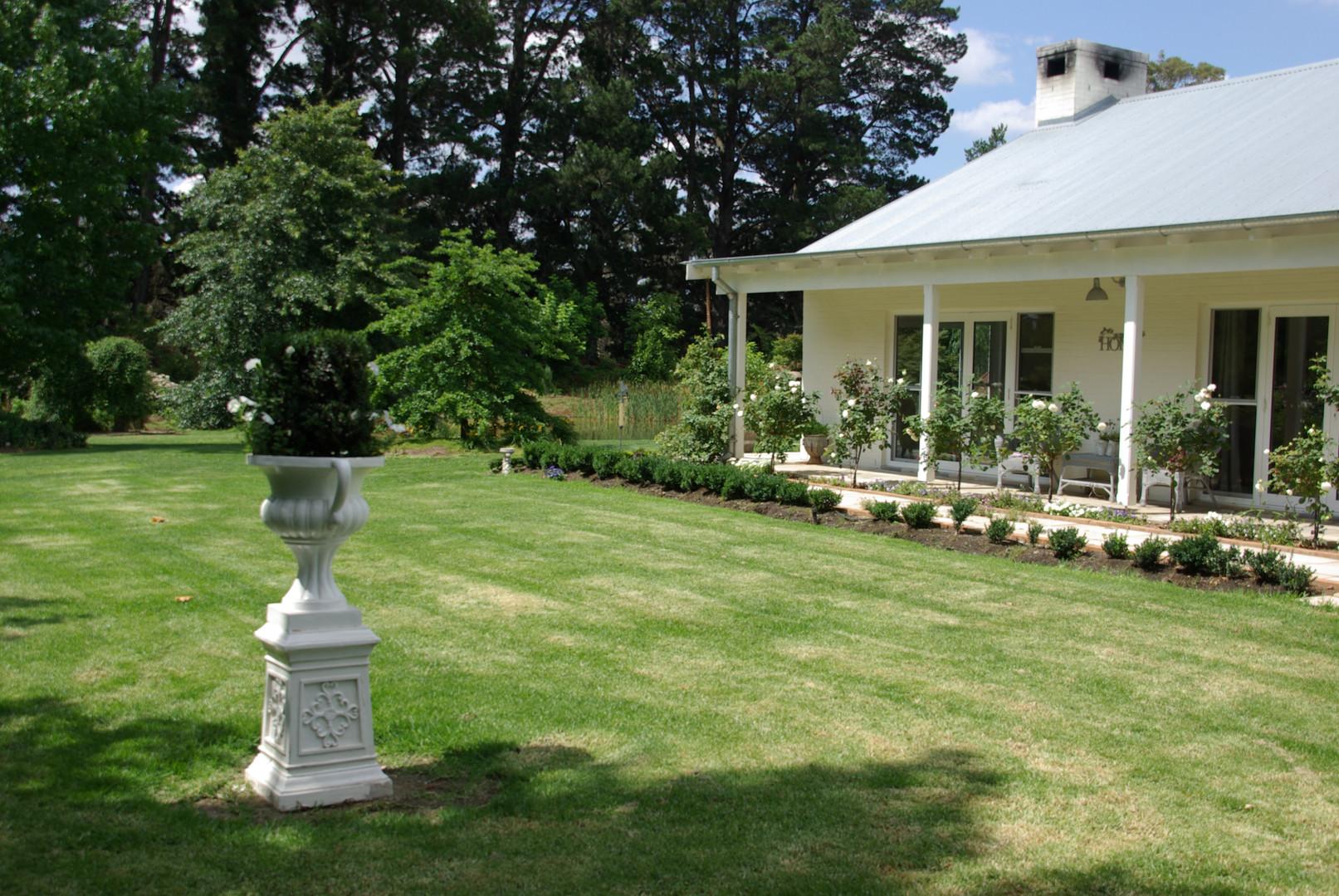 Kaye and John's garden 07.JPG