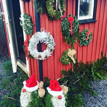 Julkrans på rödfasad_web.JPG