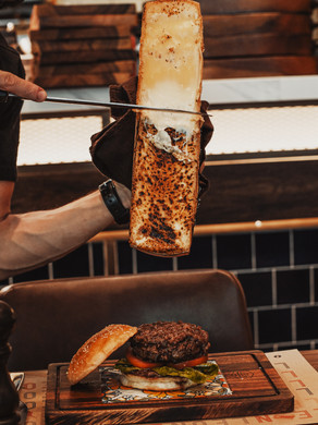 """Leon's Special Raclette """"Cheesy Burger"""""""