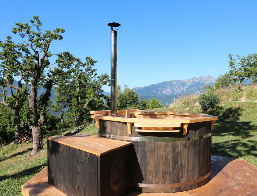La tinozza Hot Tub di Selucente con vista sulle Alpi Liguri