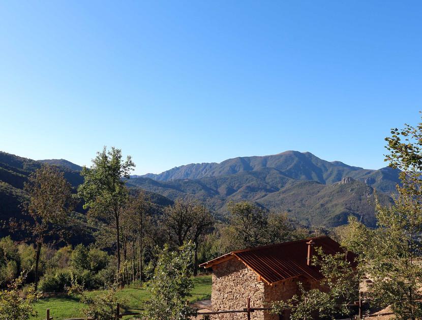 Il panorama di Selucente verso le Alpi Liguri