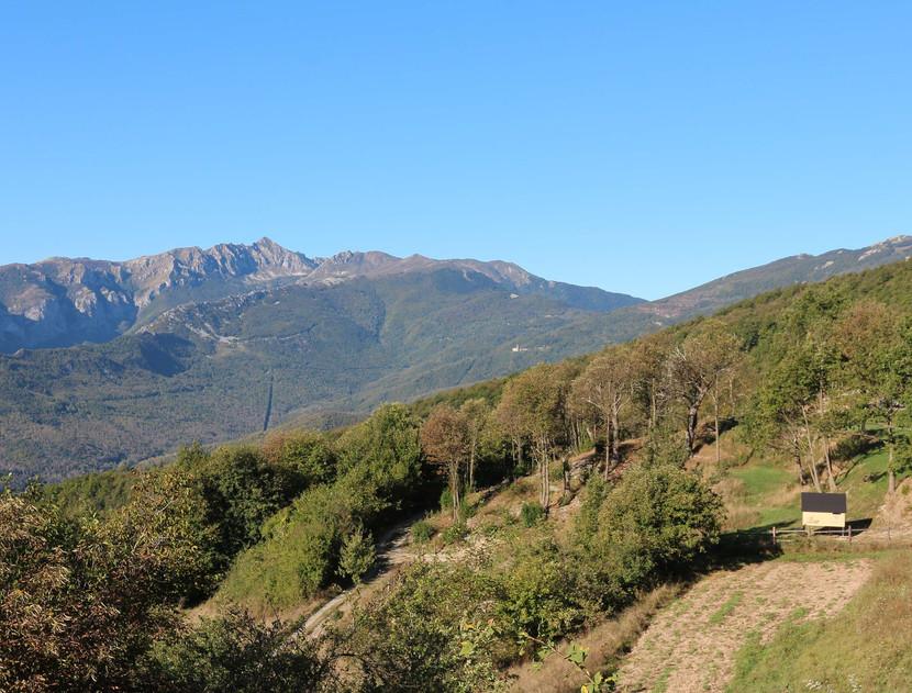 S modulo Glamping StarsBOX a Selucente con vista sulle prime cime delle Alpi Liguri