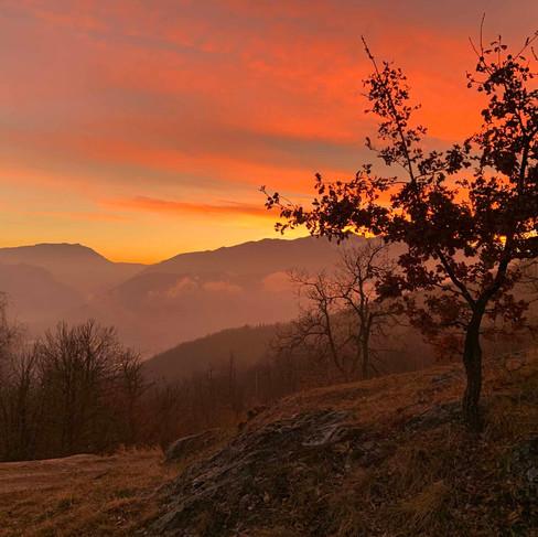 Il tramonto a Selucente, verso l'Alta Valle Tanaro,  tra il monte Galero e l'Antoroto