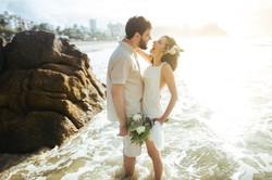 Casamento emocionante ao nascer do sol! Praia do Tombo- Guarujá