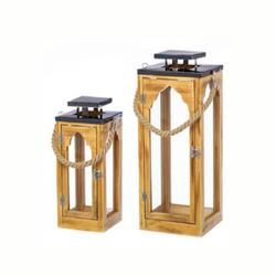 Lanterna de madeira natural