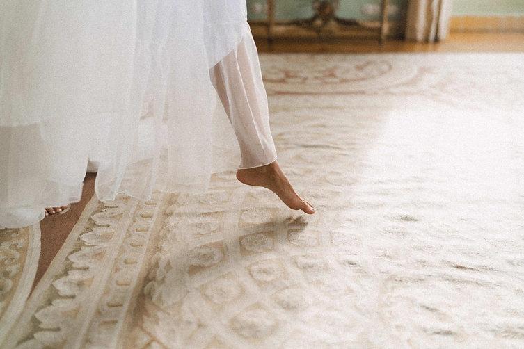 13. Bride making off.jpg