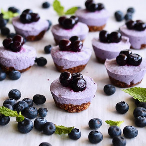 """Raw Blueberry """"Cheese""""cake Cups"""