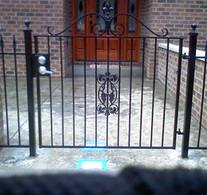 fence111-crop-u3120.jpg
