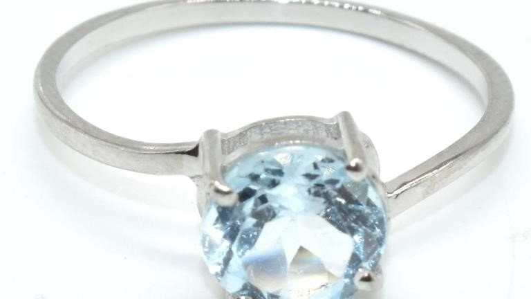 MINIMAL BLUE TOPAZ SOLITAIRE STERLING SILVER RING