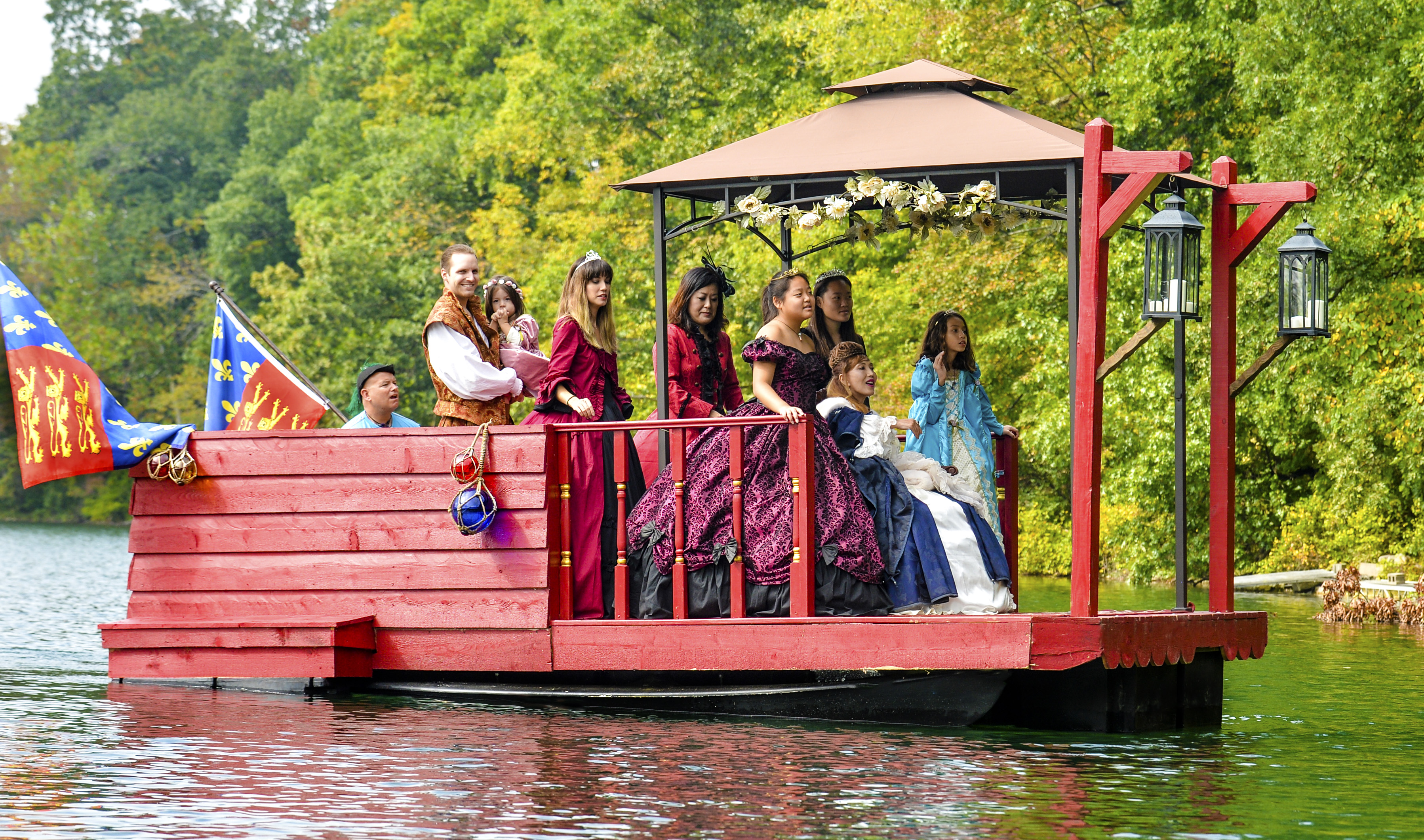 THE QUEENS BARGE