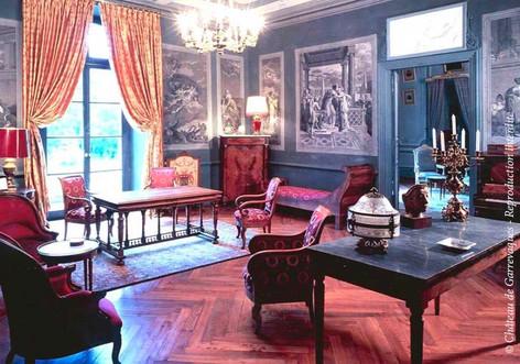 Chateau de Garrevaques, salon rouge
