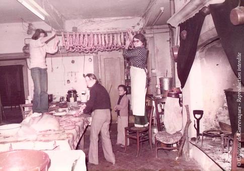 1976 - Fabrication du saucisson dans dans la cuisine du château