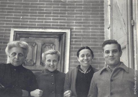 1948 - 3 générations! Antoinette, Genevieve, Marguerite-Andrée et son époux Maurice