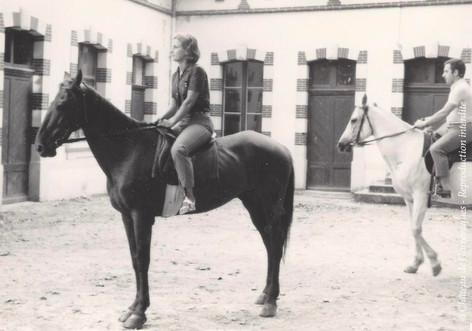 1970 - mes parents quand il y avait encore des chevaux au château