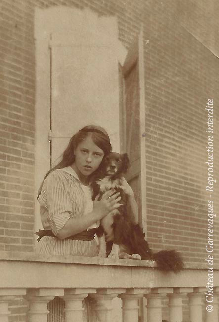 1915 - Odette and his dog, Marquis