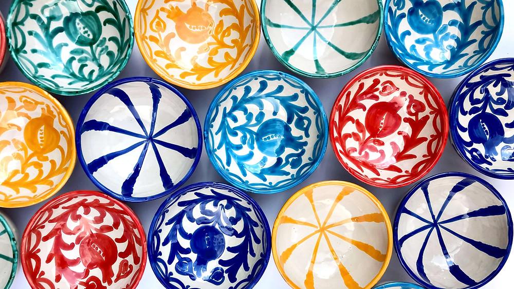 Kleurig Spaans servies uit Granada