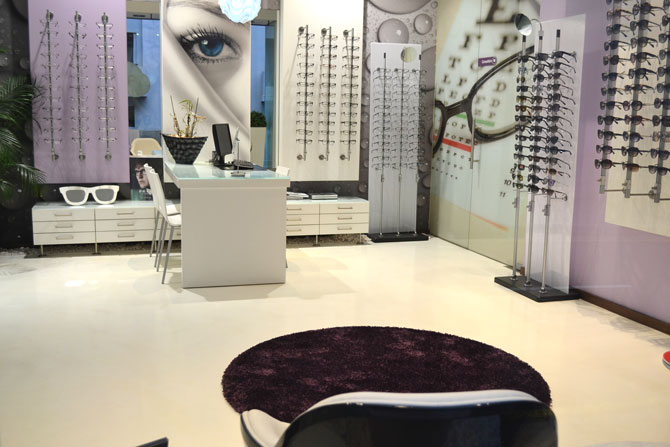 Epoxy resin in optical salon