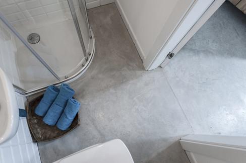 Polished concrete floor in the bathroom ULTIMA BAUFLOOR
