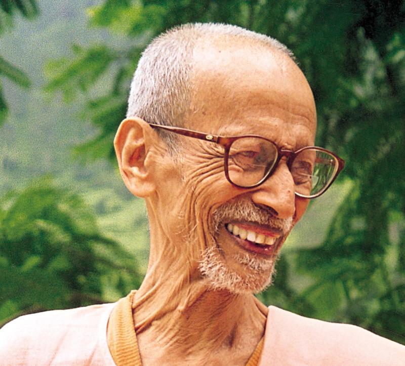 Swami Chidananda in seinem hohen Alter lachend