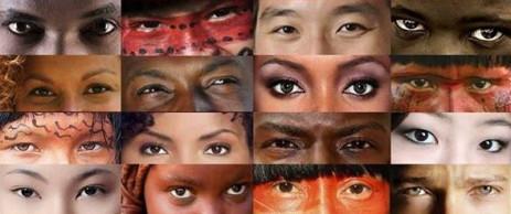 #ParaTodosVerem A imagem descreve um painel retangular composto de 20 imagens retangulares menores com fotos de parte da face compreendendo a região dos olhos, sobrancelhas e parte do nariz de homens e mulheres de várias   etnias, dentre elas negra, indígena, branca e oriental.