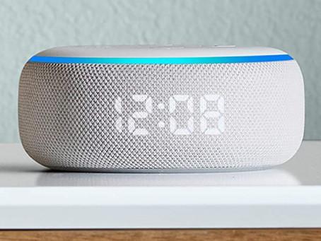 Qual é o melhor lugar para colocar um smart speaker na sala?
