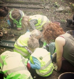 Broomhill infants with teacher and PhD students at the dig (1)_edited_edited