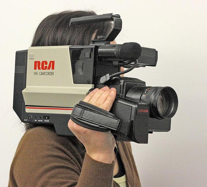 RCA_VHS_shoulder-mount_Camcorder_(lighte