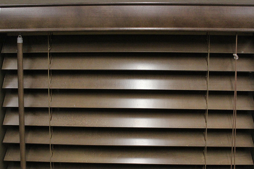 2 inch Bass Wood Blinds, Color Marrone
