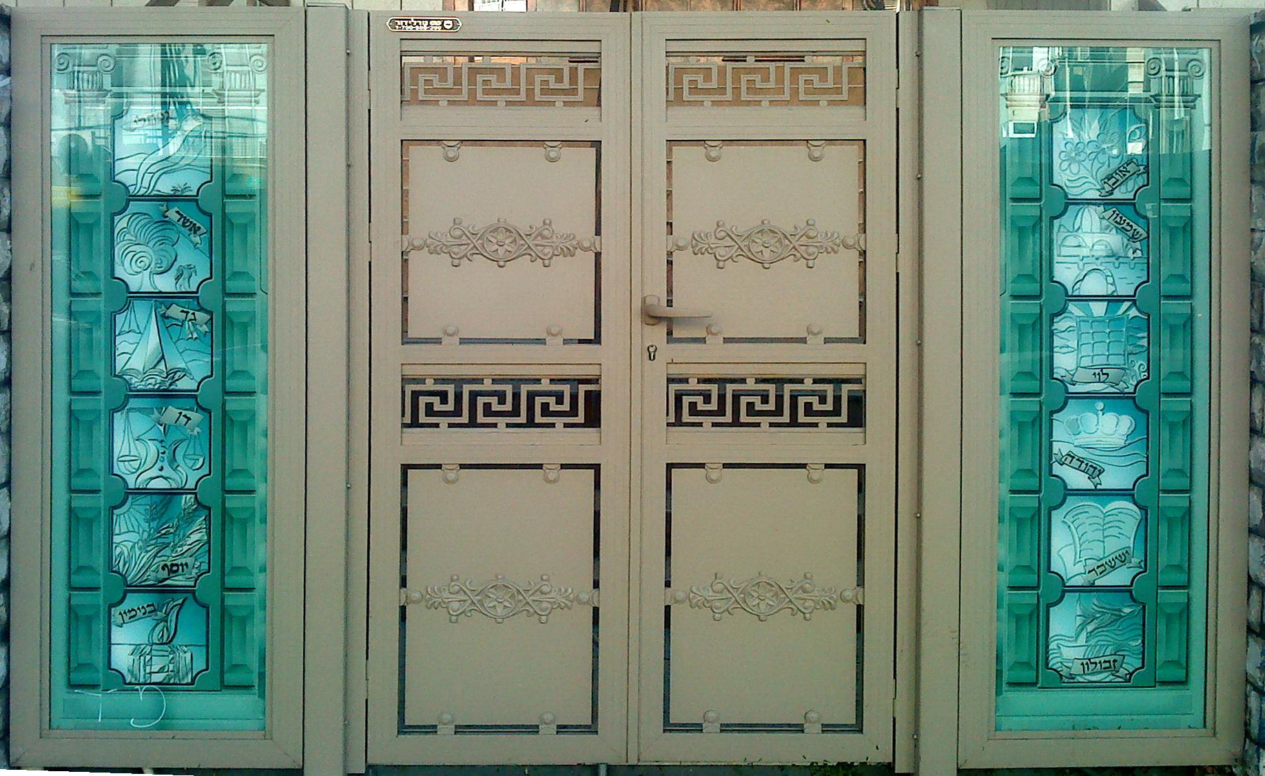 זכוכית אמנותית בשער