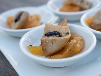 Foie gras poêlé, compotée de mangue et réduction de balsamique