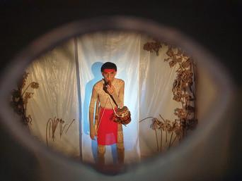 Grupo Caixotes apresenta espetáculo teatral inspirado em mito indígena nesta sexta, 19