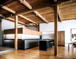 kollonialniy_mebel_derevo_massiv_potolok_steni_otdelka_moskva_interier_design_dom_kvartira_office_re