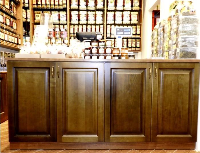 mebel_vitrina_vistavochniy_stend_magazin_bar_restoran_kommercheskiy_butique_reseption_office_gostini