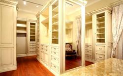 Шкаф с зеркалами в гардеробную