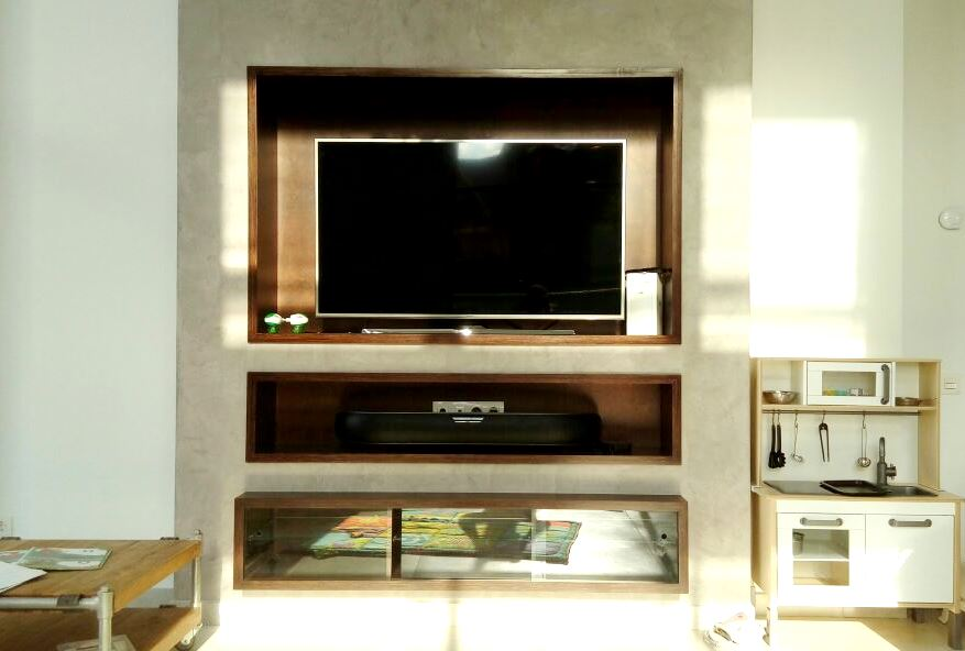 Консоль встроенная ТВ-зона фанера