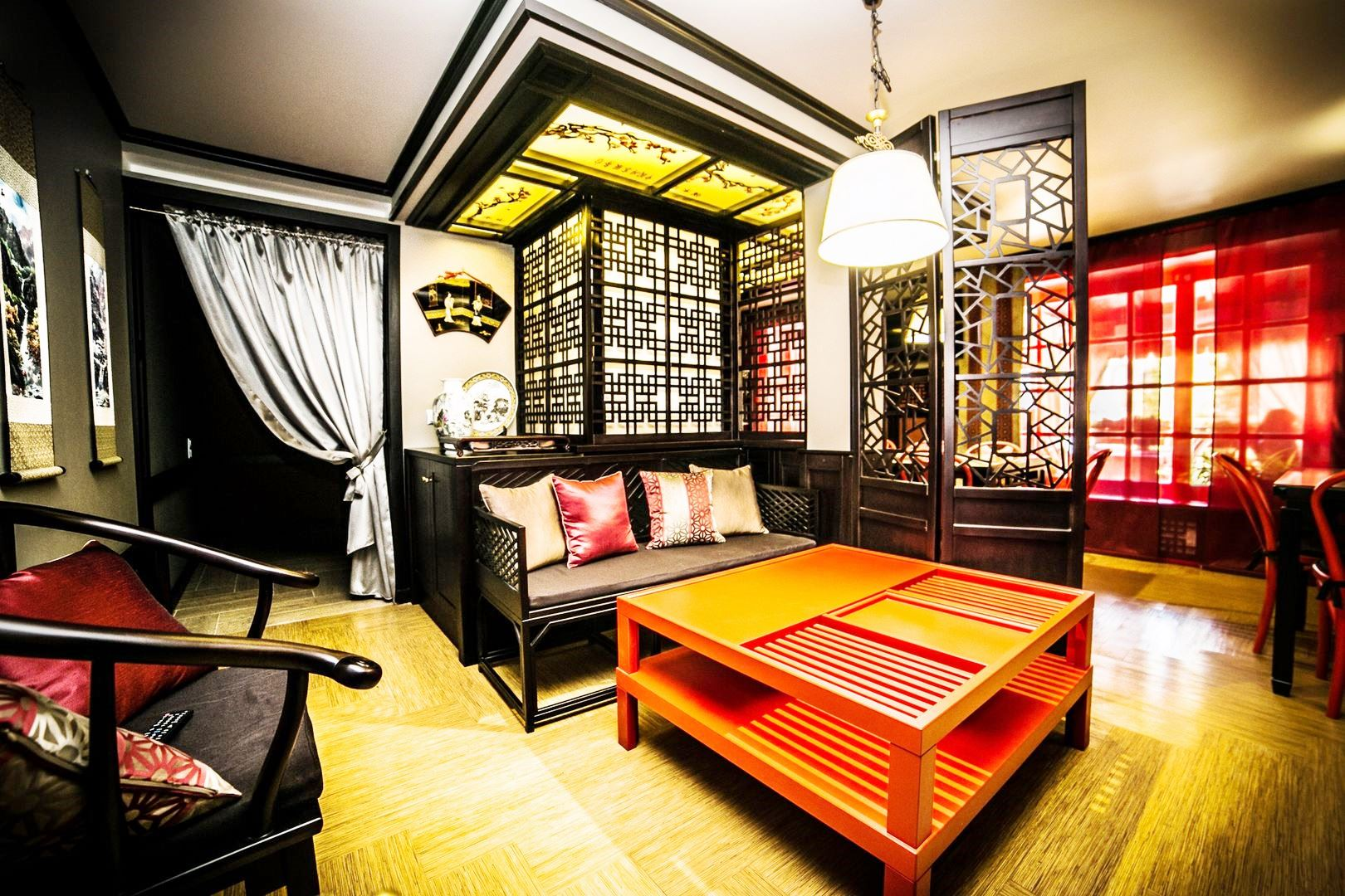vitrina_vistavochnaya_stend_magazin_bar_restoran_kommercheskaya_butique_reseption_office_gostinitsa_