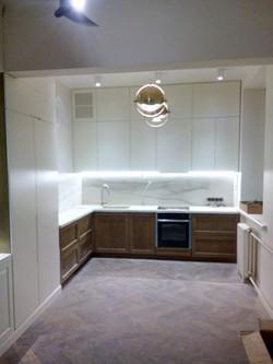 Кухня массив фасады подсветка дизайн