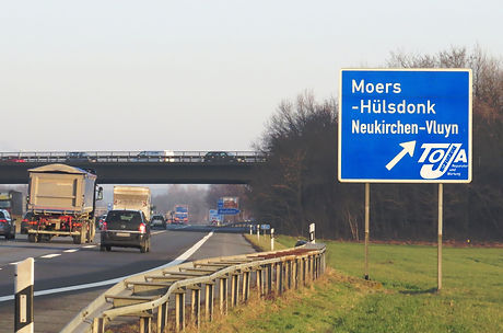 ToJa%20Nutzfahrzeuge_Anfahrt_A57_Moers_Volvo_edited.jpg