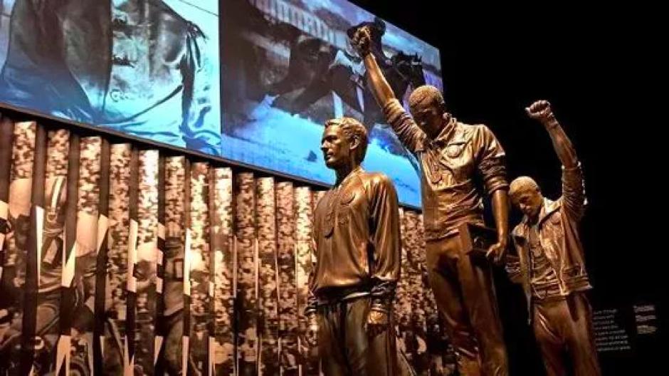 非裔美國人爭取平等的銅像。 Statues of African American fighting for equalization.