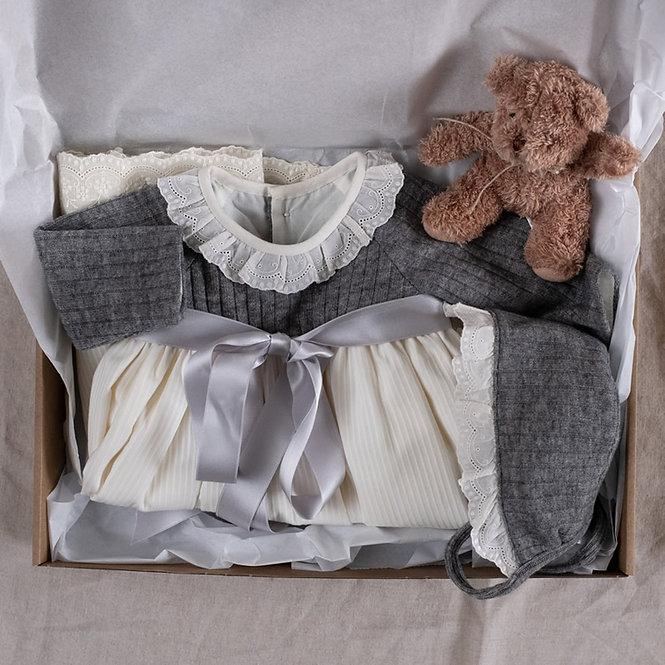 Regalo bebé faldón gris