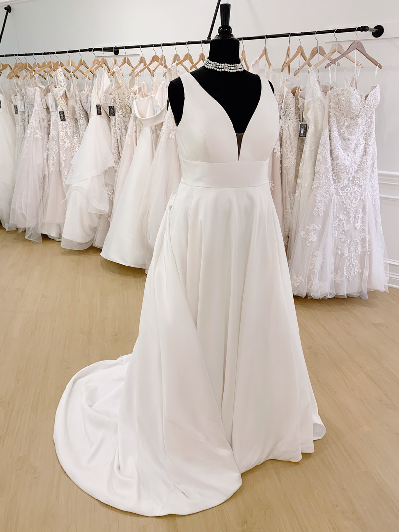 Classic Wedding Dress in Plus Size