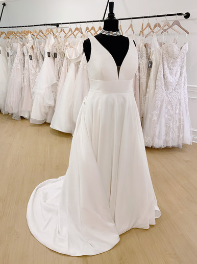 Classic Wedding Dress in Plus Size