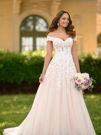 7012 Stella York | Rebecca's | Wedding Dresses Louisville, KY