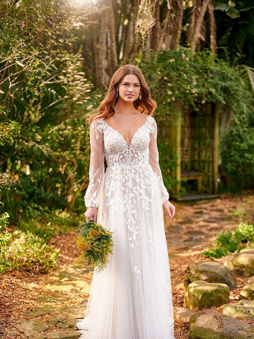 D3145 by Essense of Australia   Long Sleeve Boho Bridal   Rebecca's
