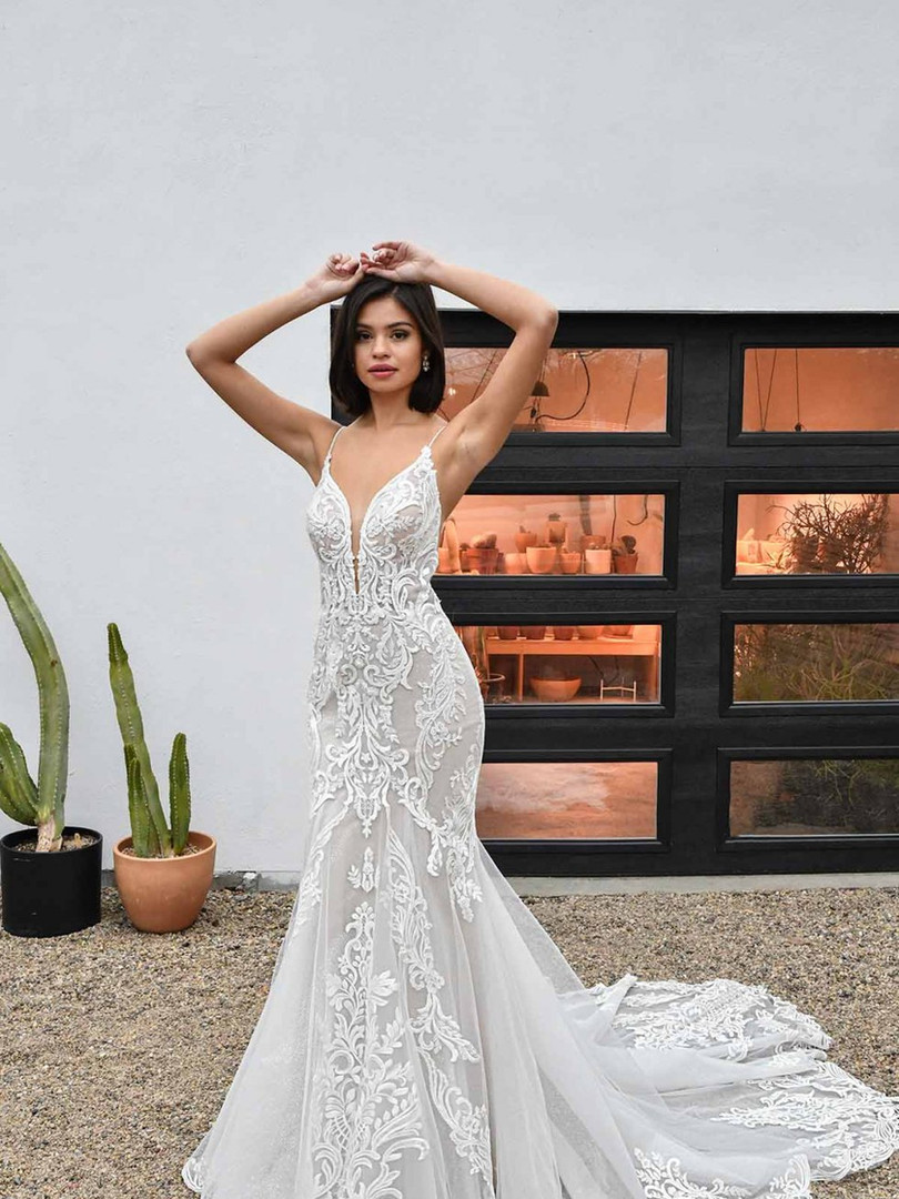 D3249 Essense   LACE AND TULLE FIT-AND-FLARE WEDDING DRESS WITH SCALLOPED TRAIN