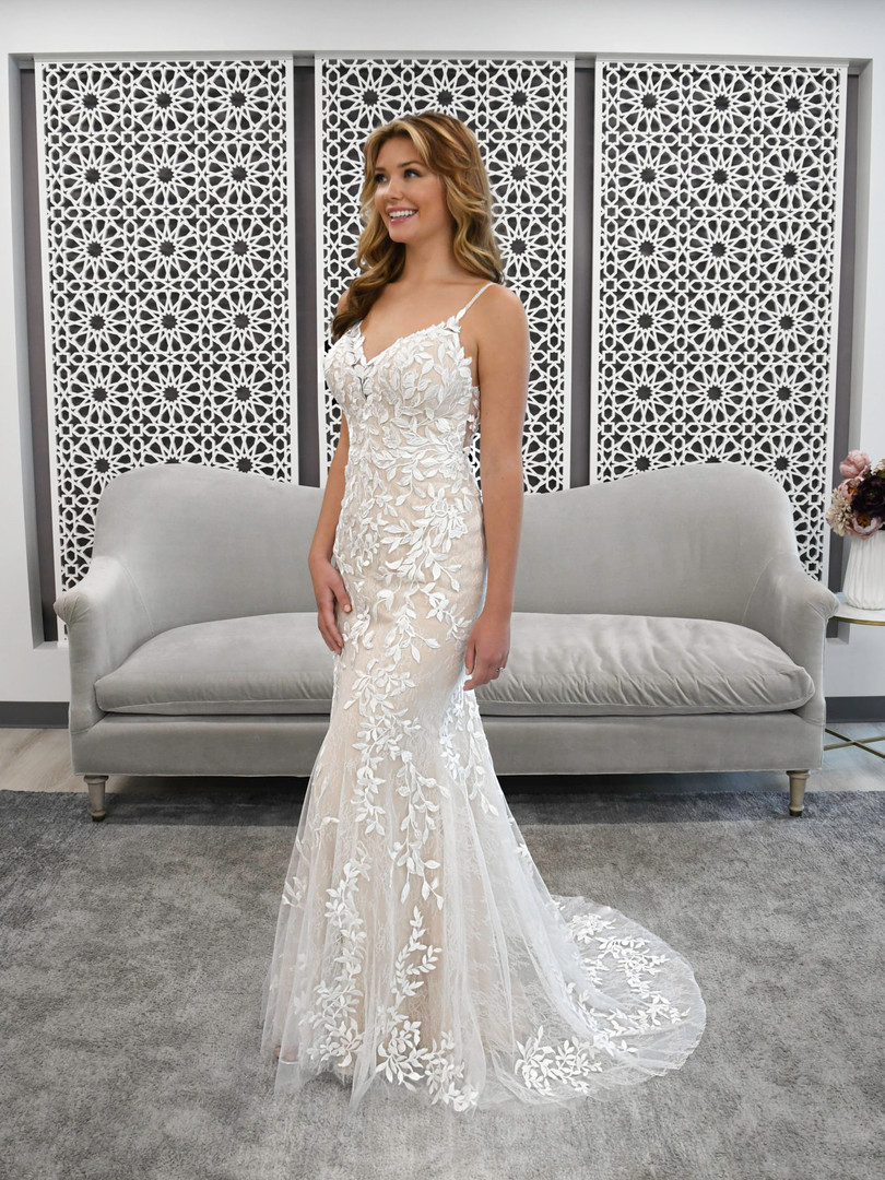 7312 Stella York | ORGANIC LACE FIT-AND-FLARE WEDDING DRESS
