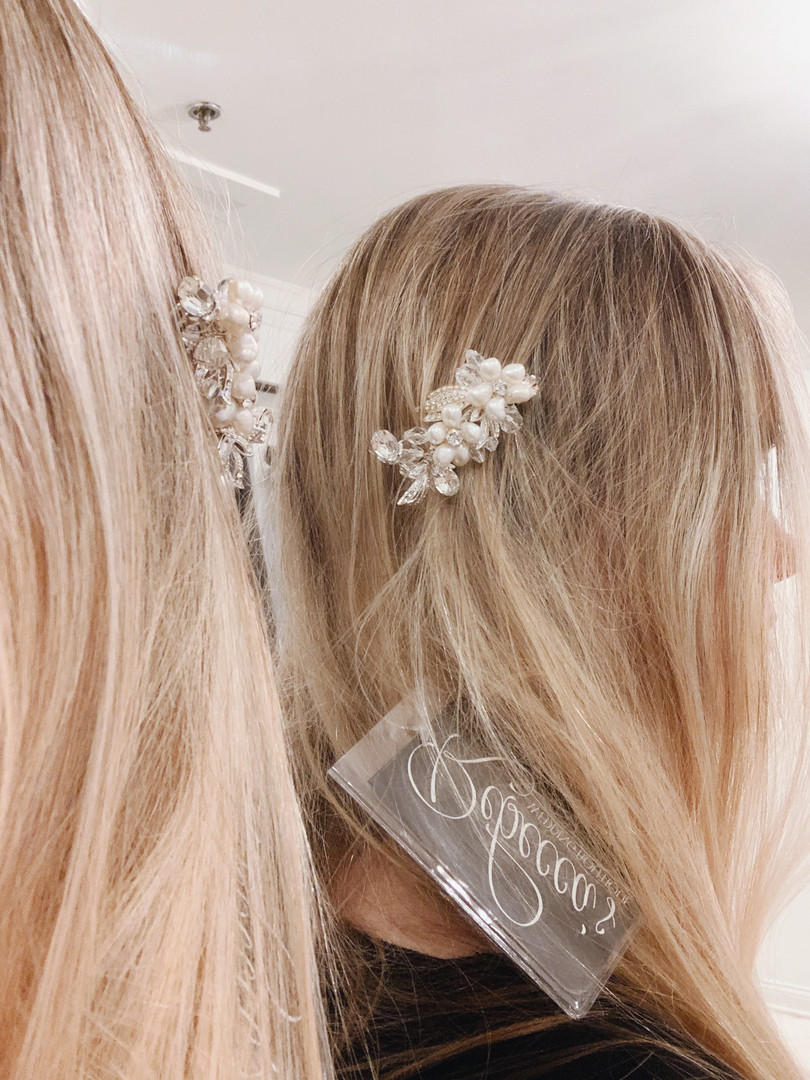 Small floral crystal and pearl hair pin